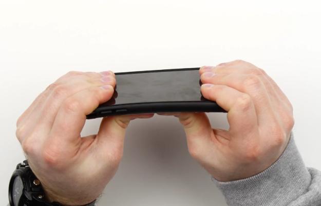 คลิปทดสอบเคส iPhone 6 Plus ที่ว่าป้องกันเครื่องงอได้ จากต้นตำรับแฮชแท็ก #Bendgate
