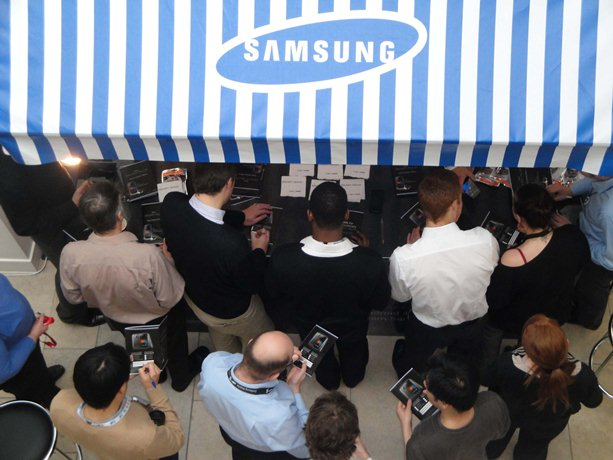 ผลสำรวจในอเมริกาพบ ความผูกพันในแบรนด์ของผู้ใช้ Samsung สูงกว่า Apple