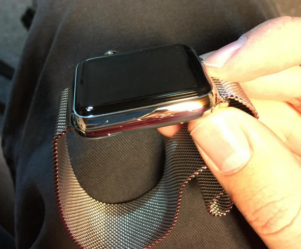 Scratches-appear-on-new-Apple-Watch-units (1)