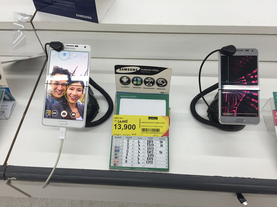 Smartphone-at-Tesco-Lotus-July-2015-004