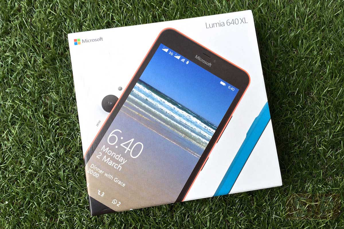 Unbox-Preview-Microsoft-Lumia-640XL-SpecPhone-001
