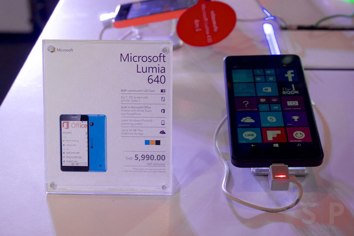 Microsoft Lumia 640 640XL event SpecPhone 017
