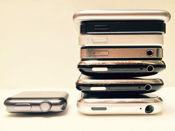 apple-watch-vs-iphone-design-2