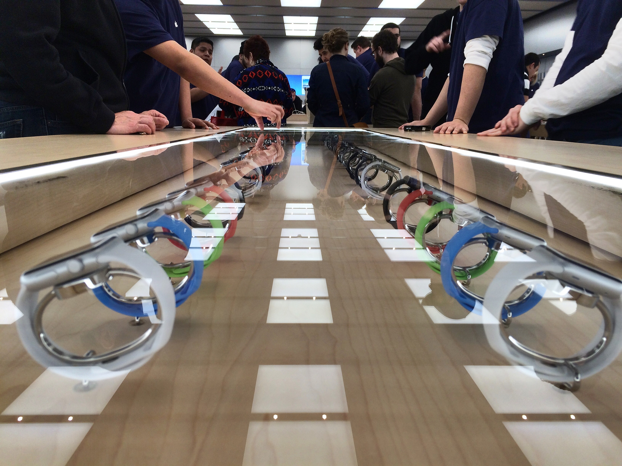 Apple-Watch-in-Apple-store