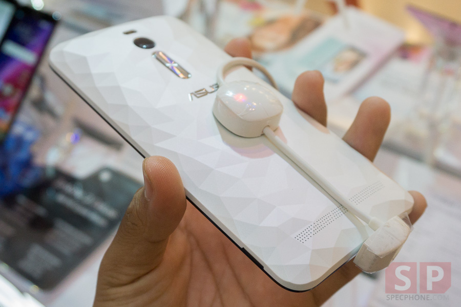 Hands-on-ASUS-Zenfone-2-Deluxe-Laser-Selfie-SpecPhone-012