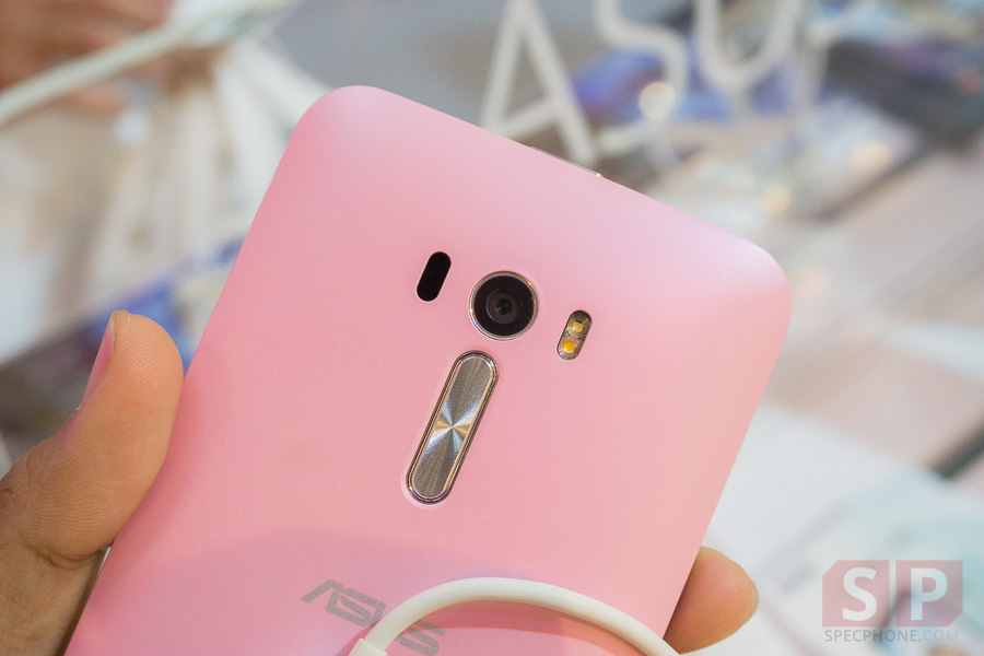 Hands-on-ASUS-Zenfone-2-Deluxe-Laser-Selfie-SpecPhone-023