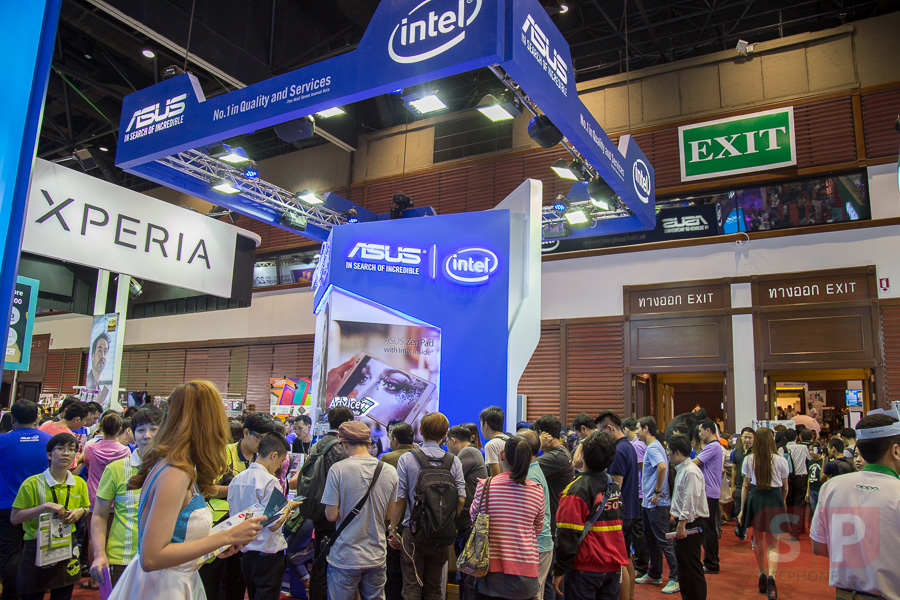 TME-2015-Booth-ASUS-Zenfone-2-SpecPhone-001
