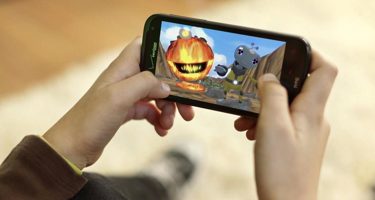mobile-gaming-phone