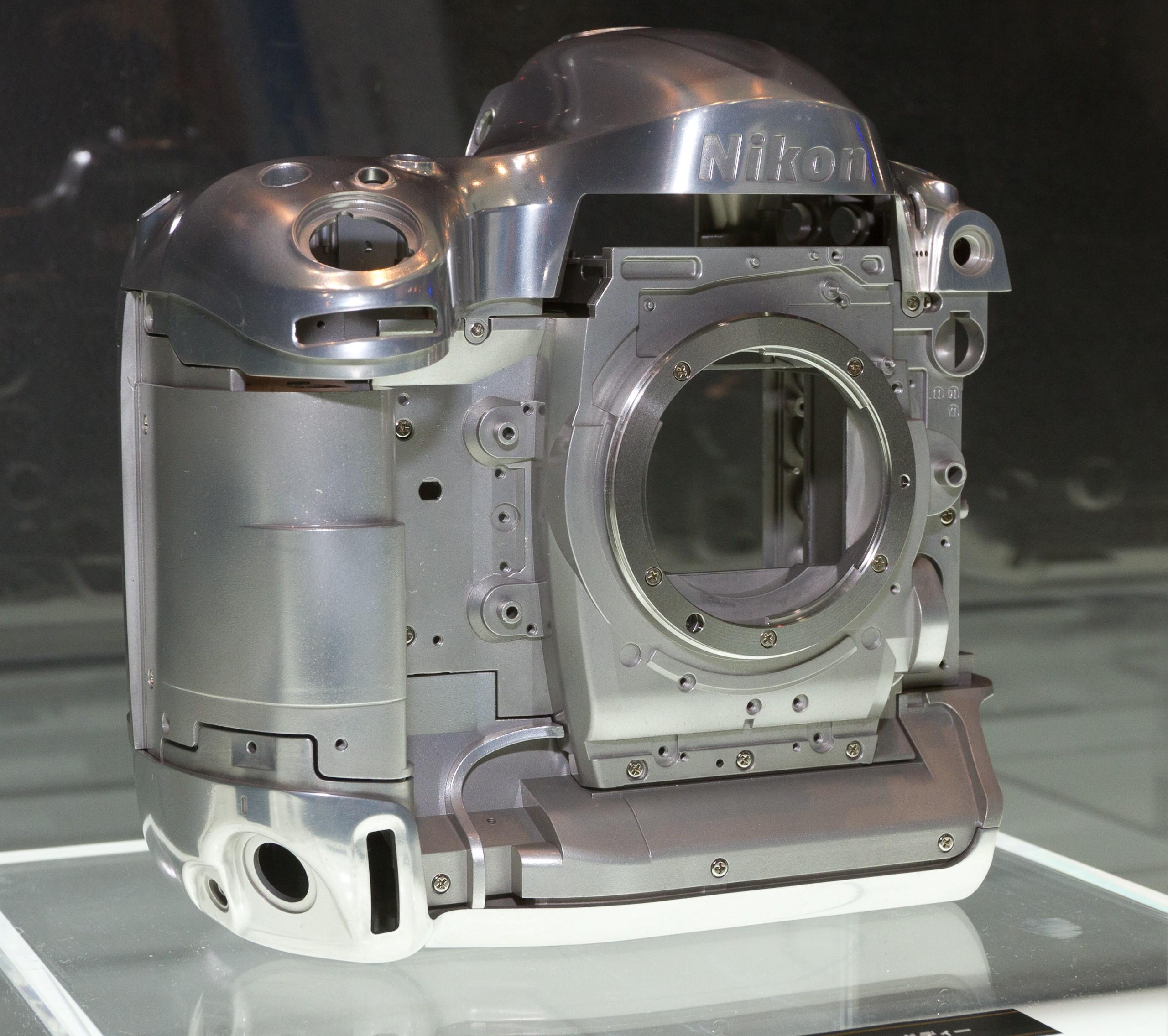 2012_Nikon_D4_magnesium-alloy_frame_2012_CP+