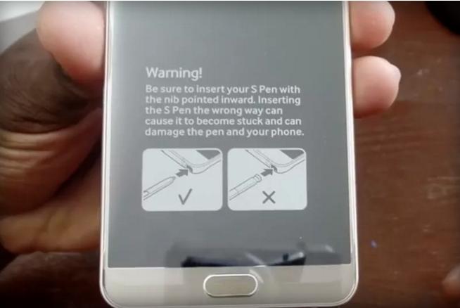 ในที่สุด Samsung ก็ค้นพบวิธีแก้ปัญหาเสียบปากกาผิดด้านใน Samsung Galaxy Note 5!!