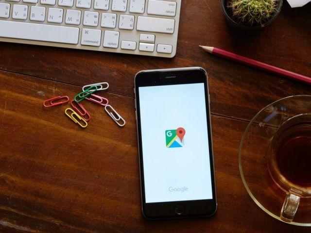 google-maps-on-iphone-d8nn-shutterstock-com-e1450706661273