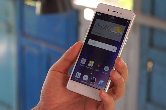 160107-oppo-f1f-smartphone-02-1