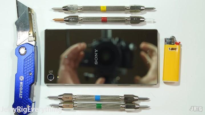 สาวกมีร้อง!! ทดสอบความแข็งแรง Sony Xperia Z5 Premium จะรอดหรือไม่ไปดูกันเลย!!