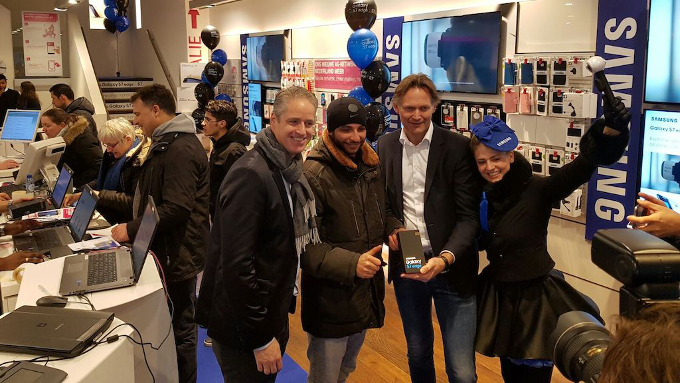 First-Galaxy-S7-edge-sold-Netherlands