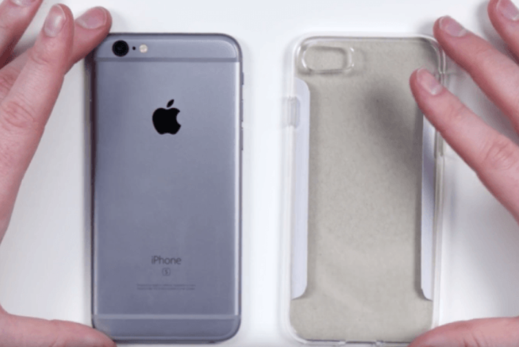 Leaked-case-for-the-Apple-iPhone-7-is-on-the-right