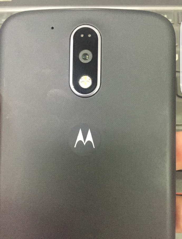 Motorola-Moto-G4-in-black-and-white (1)