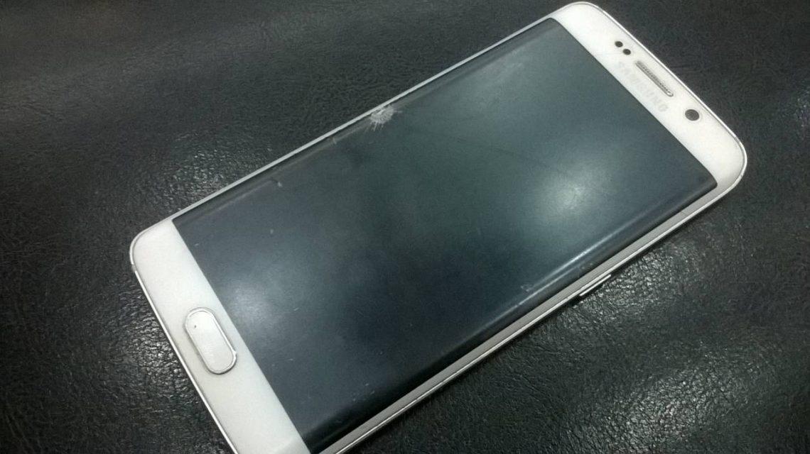 งามไส้!! Samsung Galaxy S6 EDGE จอแตกเข้าศูนย์ แต่กลับเจอแบบนี้….