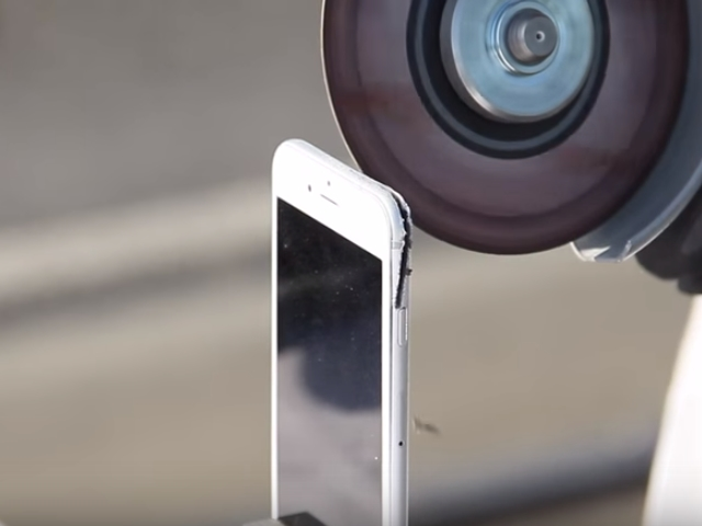 The-camera-from-a-donor-iPhone-6s-is-ripped-off
