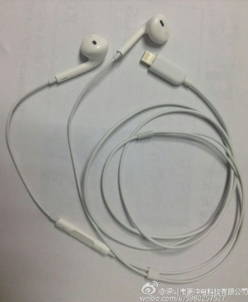 Apple-EarPods-pictured-with-a-Lightning-connector (1)