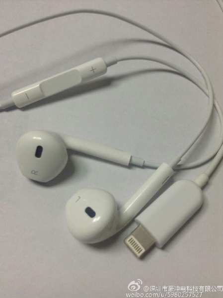 Apple-EarPods-pictured-with-a-Lightning-connector