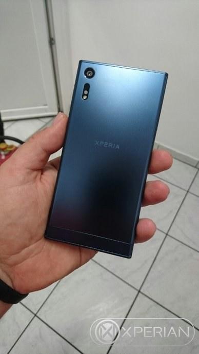 Sony-Xperia-F8331---back