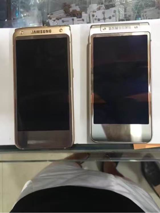 More-leaked-images-of-Samsungs-high-end-Android-clamshell