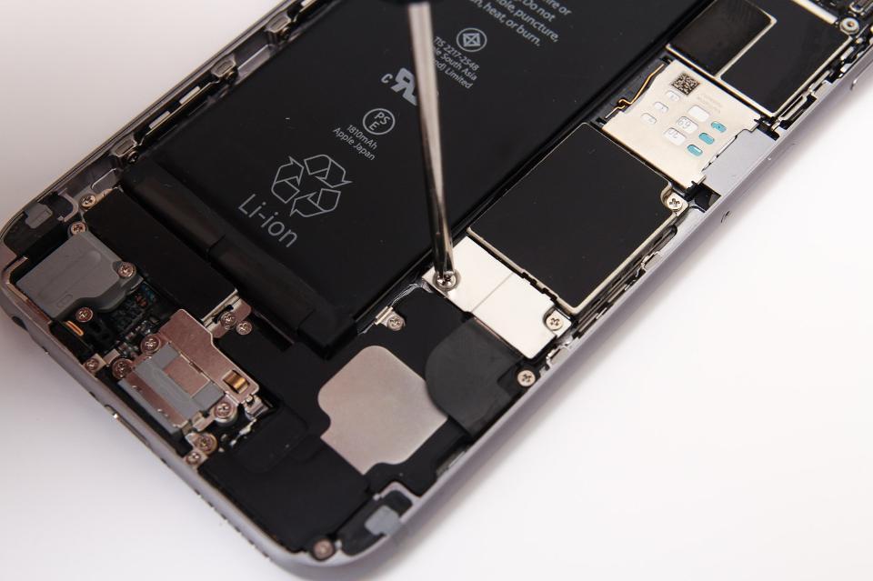 วิธีตรวจสอบ iPhone 6s ล็อตที่มีปัญหาแบตเตอรี่ พร้อมกับวิธีเตรียมเครื่องเพื่อรับการเปลี่ยนแบตเตอรี่ฟรี !!