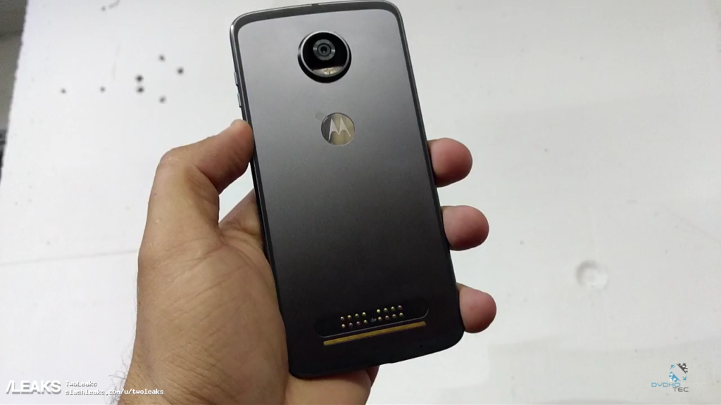 Moto-Z2-Play-Unboxing__-2