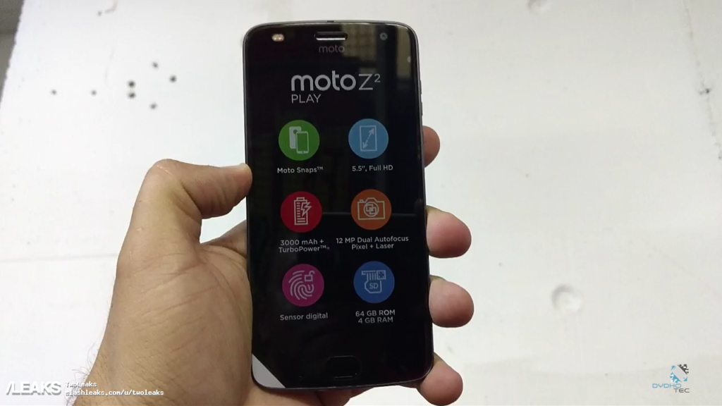 Moto-Z2-Play-Unboxing__-3