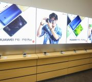 PR-HUAWEI-Experience-Shop-SpecPhone-00001