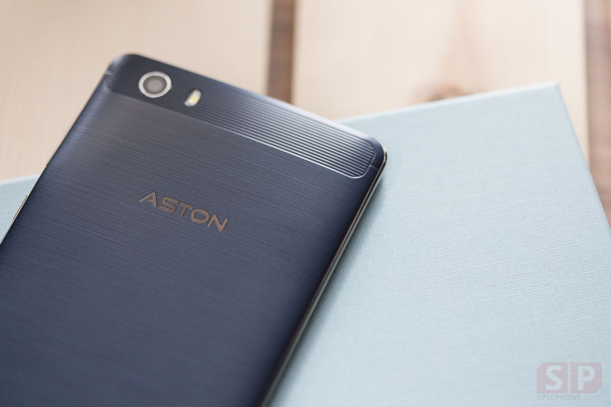 Review-ASTON-THUNDER-Cover-SpecPhone-17