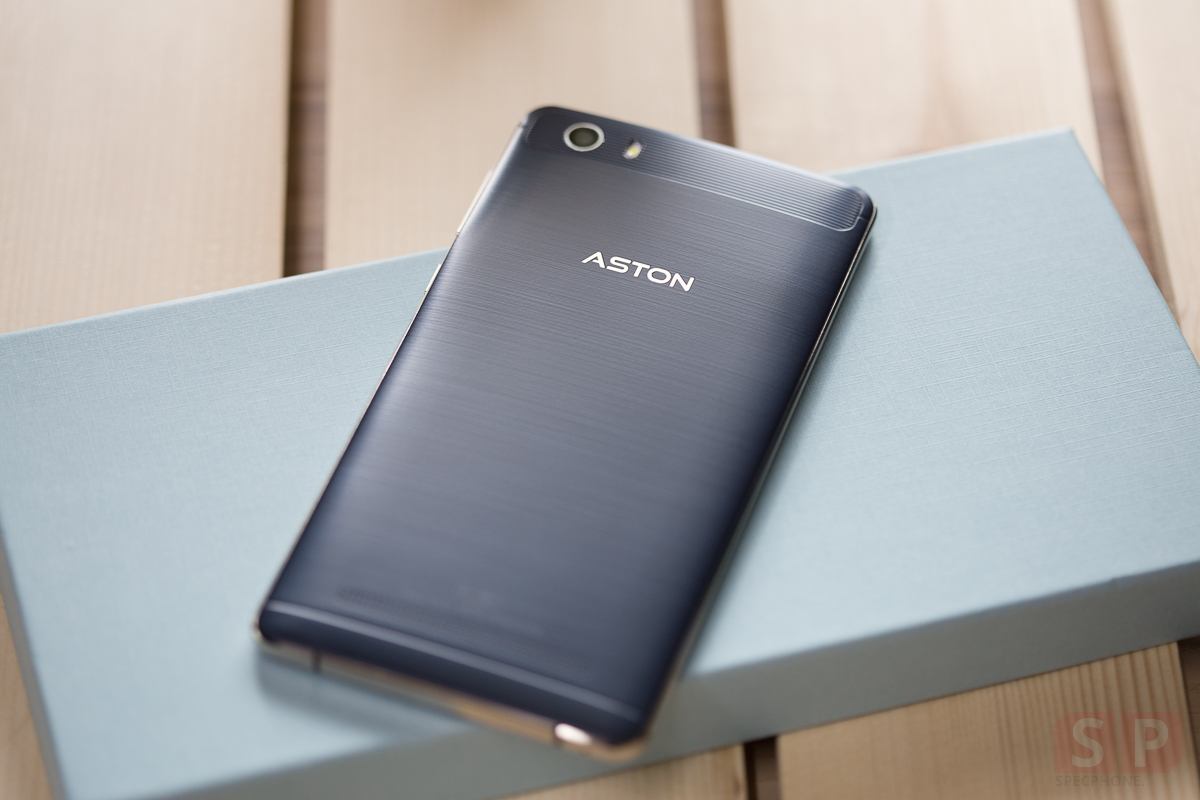 Review-ASTON-THUNDER-Cover-SpecPhone-18