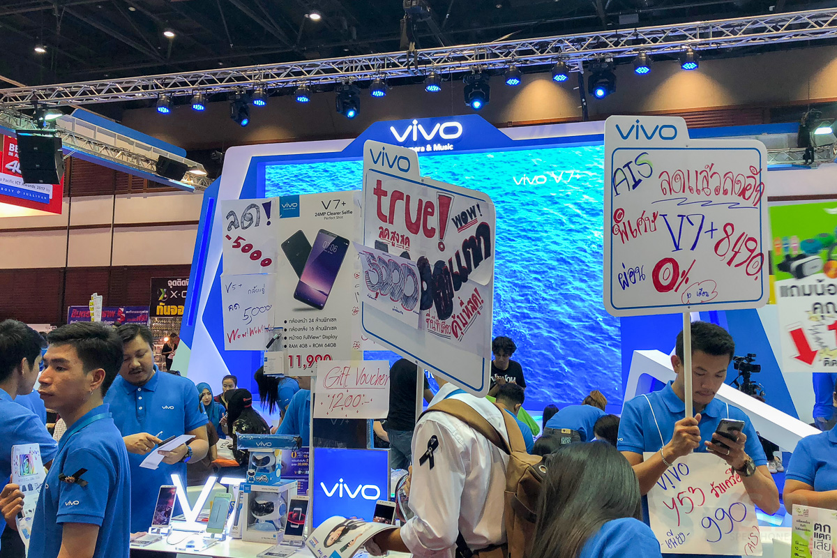 Booth-Vivo-and-Promotion-TME-2017-Showcase-SpecPhone-0002