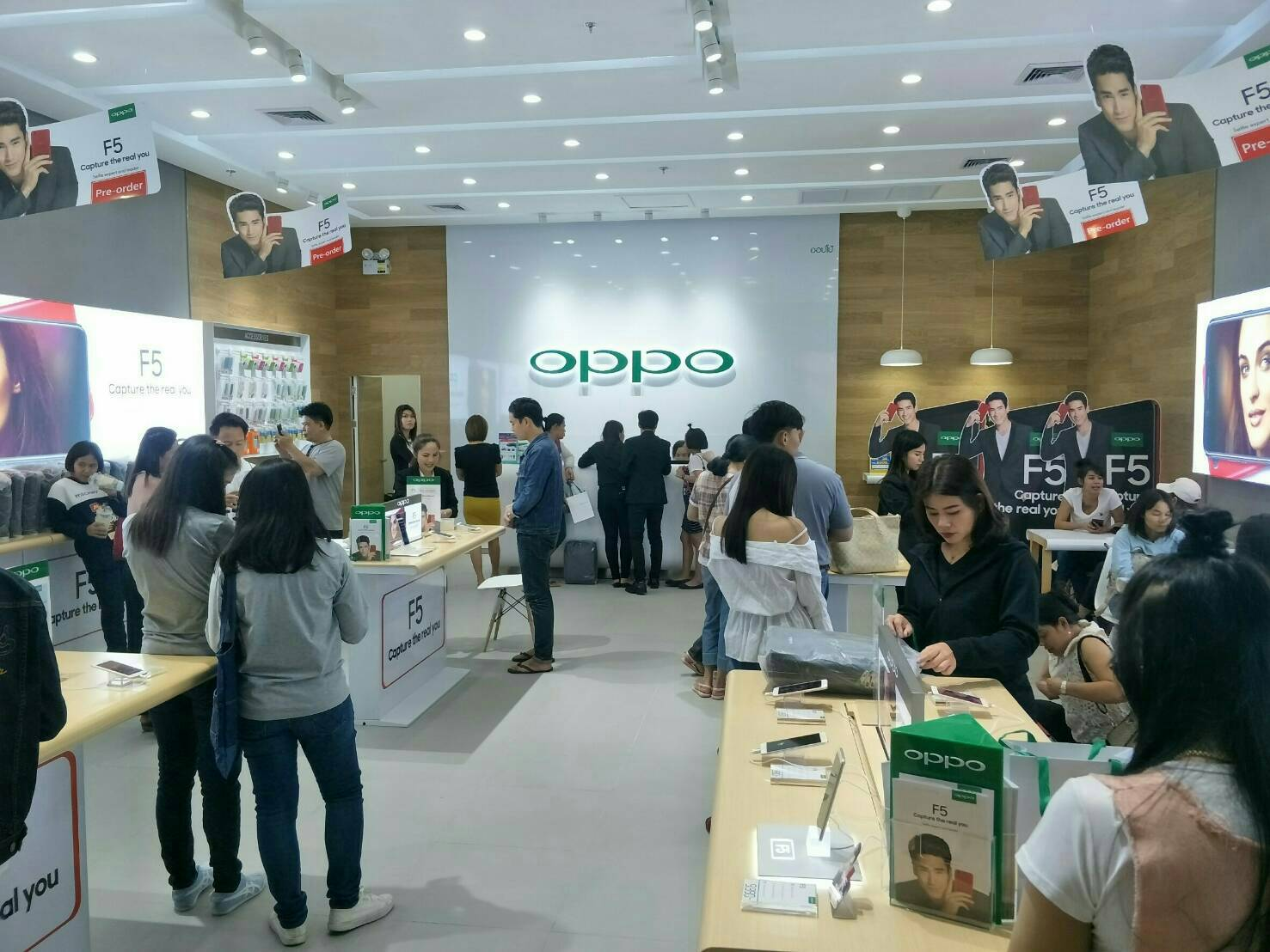 OPPO F5 First day sale Specphone 00001