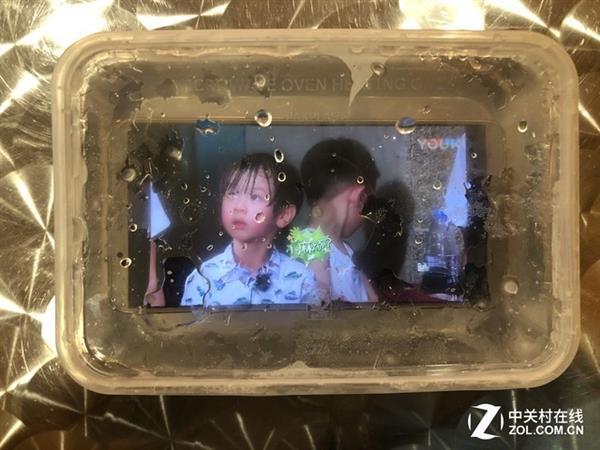 Huawei-Mate-10-Pro-Waterproof-Test-at-deep-freeze-00005
