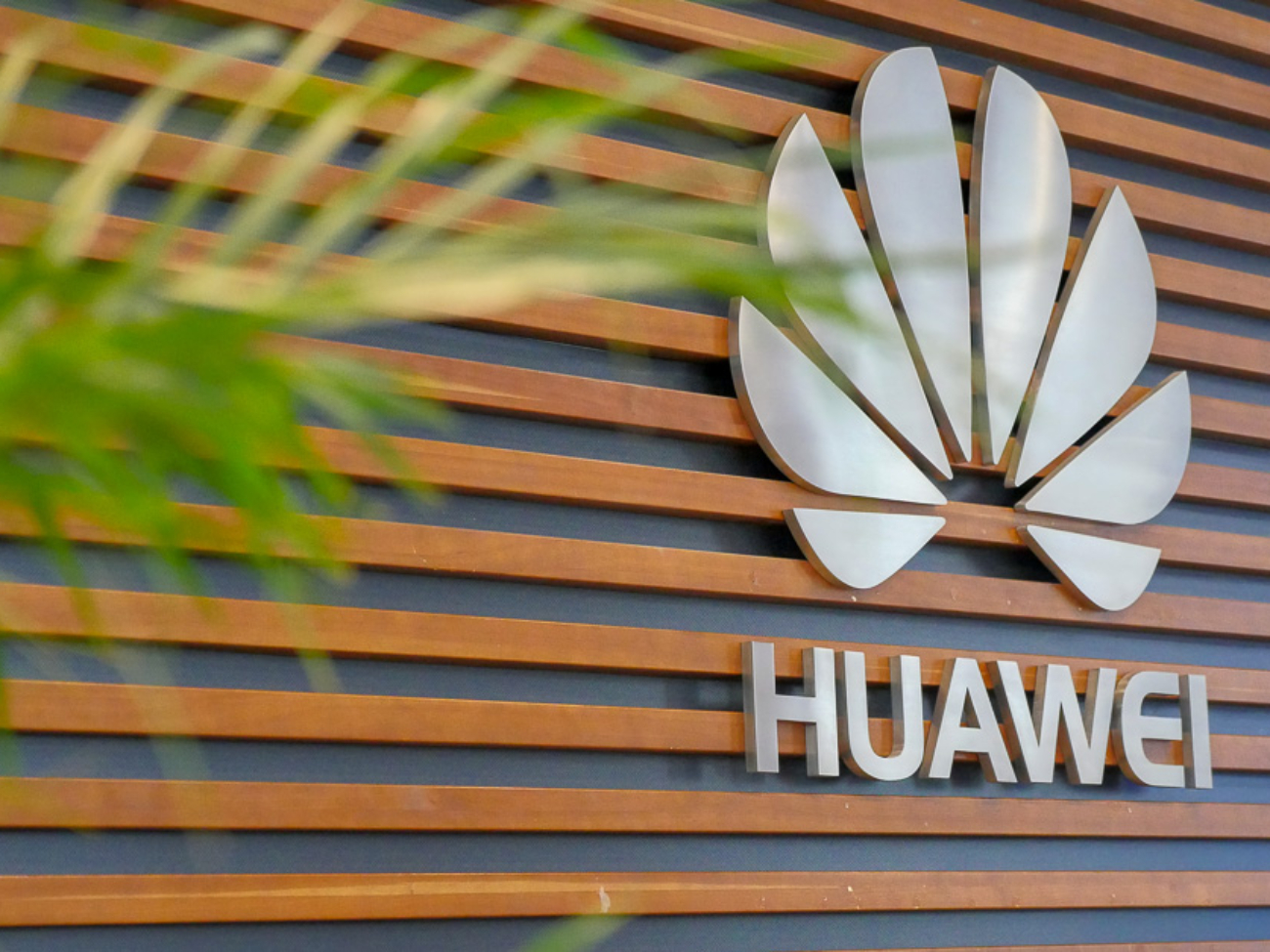 Exclusive-HUAWEI-HQ-Visit-July-2018-SpecPhone-Part-1-001
