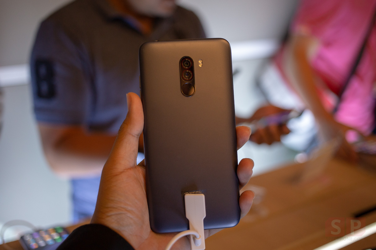 Hands on POCOPHONE F1 SpecPhone 009