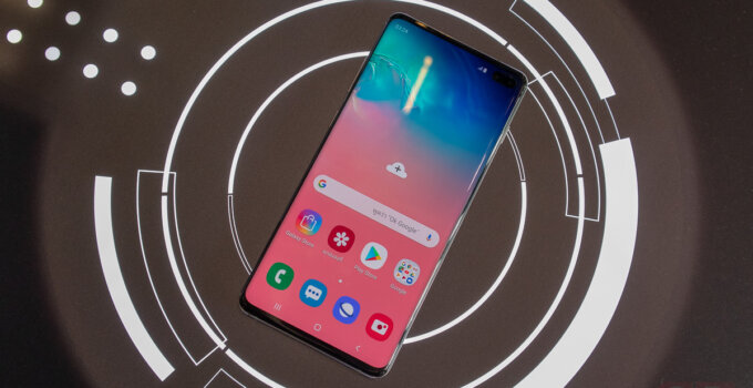 Hands on Samsung Galaxy S10 and Galaxy S10 Plus SpecPhone 0023