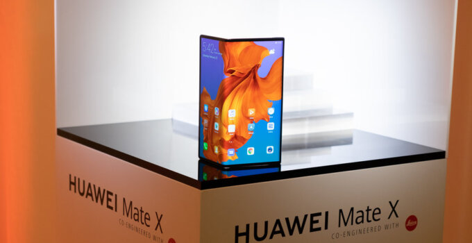 Huawei Mate X first look 11