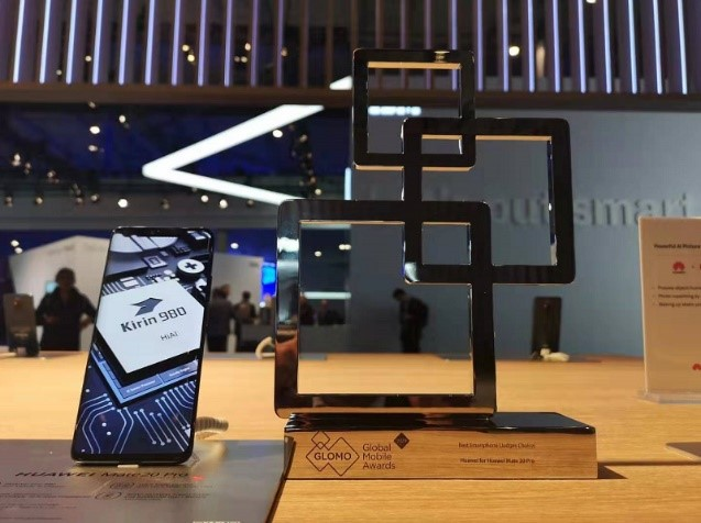 """HUAWEI Mate 20 Pro won the """"Best Smartphone – Judges' Choice"""" at the Glomo Awards"""