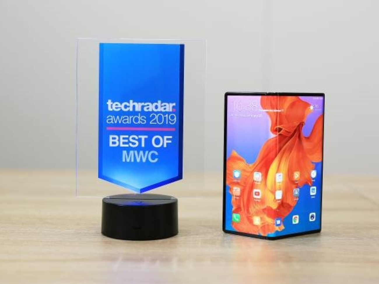 """TechRadar gave the HUAWEI Mate X the """"Best of MWC 2019"""""""