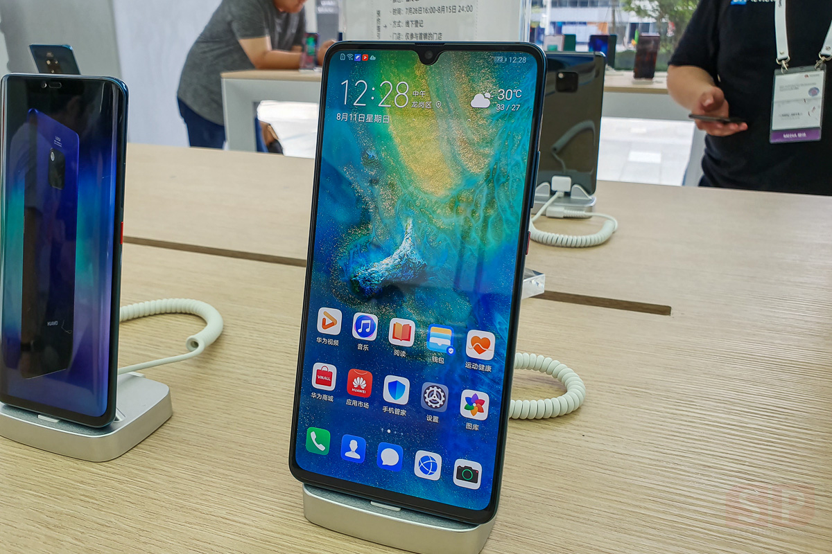 Hands on HUAWEI Mate 20 X 5G SpecPhone 0001