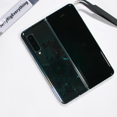 Samsung Galaxy Fold Teardown! - How does it even work- - YouTube.mkv_snapshot_00.38.818
