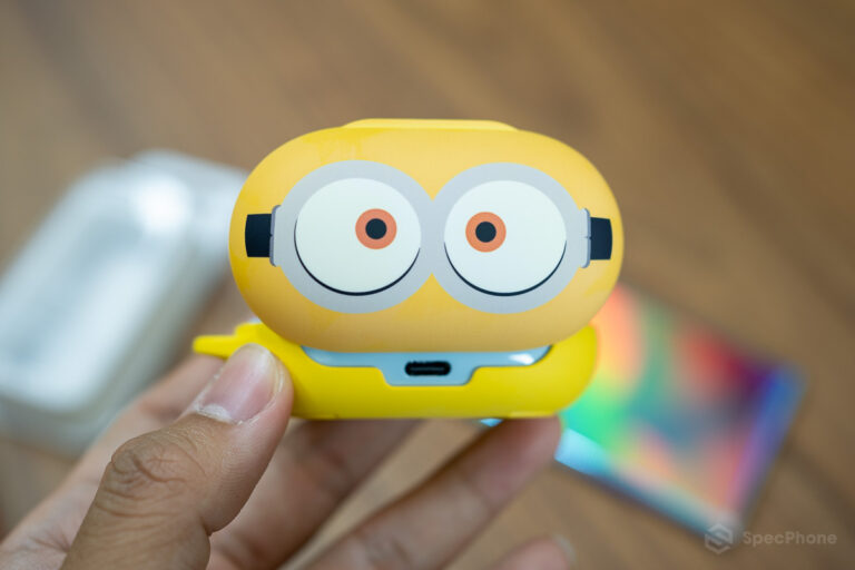 Review Galaxy Buds Smart Cover Minions Edition SpecPhone 0010