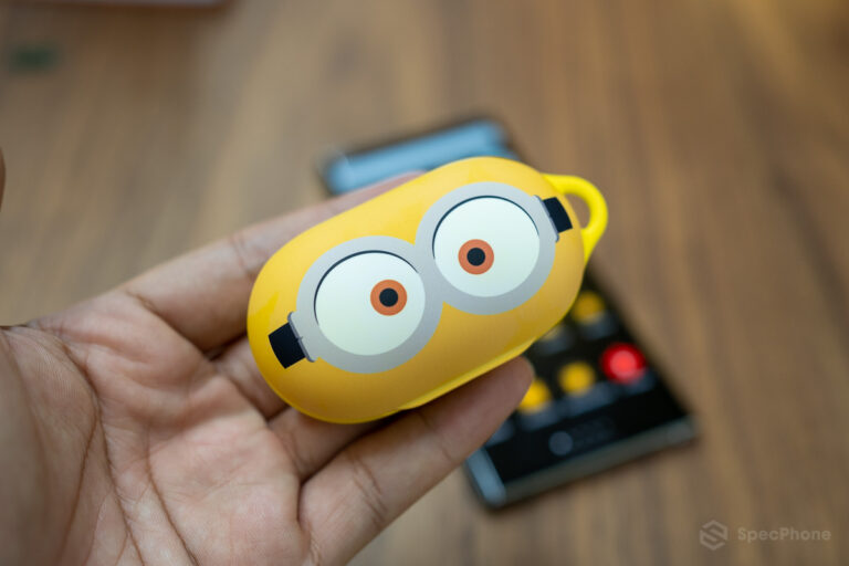 Review Galaxy Buds Smart Cover Minions Edition SpecPhone 0016
