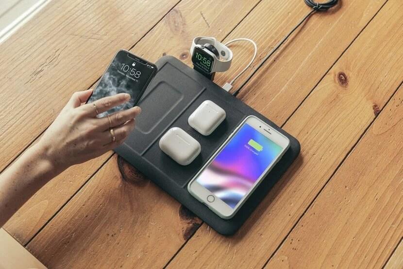 Mophie 4-in-1 Wireless Charging Mat แผ่นชาร์จไร้สายใหม่ ชาร์จพร้อมกันได้ทุกชิ้น ไม่ว่าอุปกรณ์คุณจะเยอะขนาดไหน