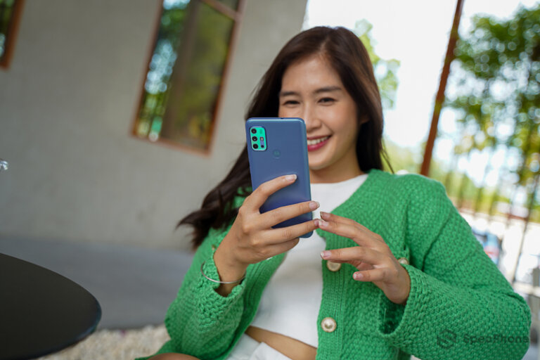Review Moto G20 74