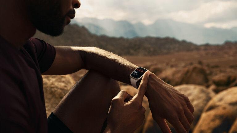 Apple watch series7 lifestyle 03 09142021 big carousel.jpg.large 2x